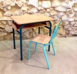 Bureau et chaise d'écolier